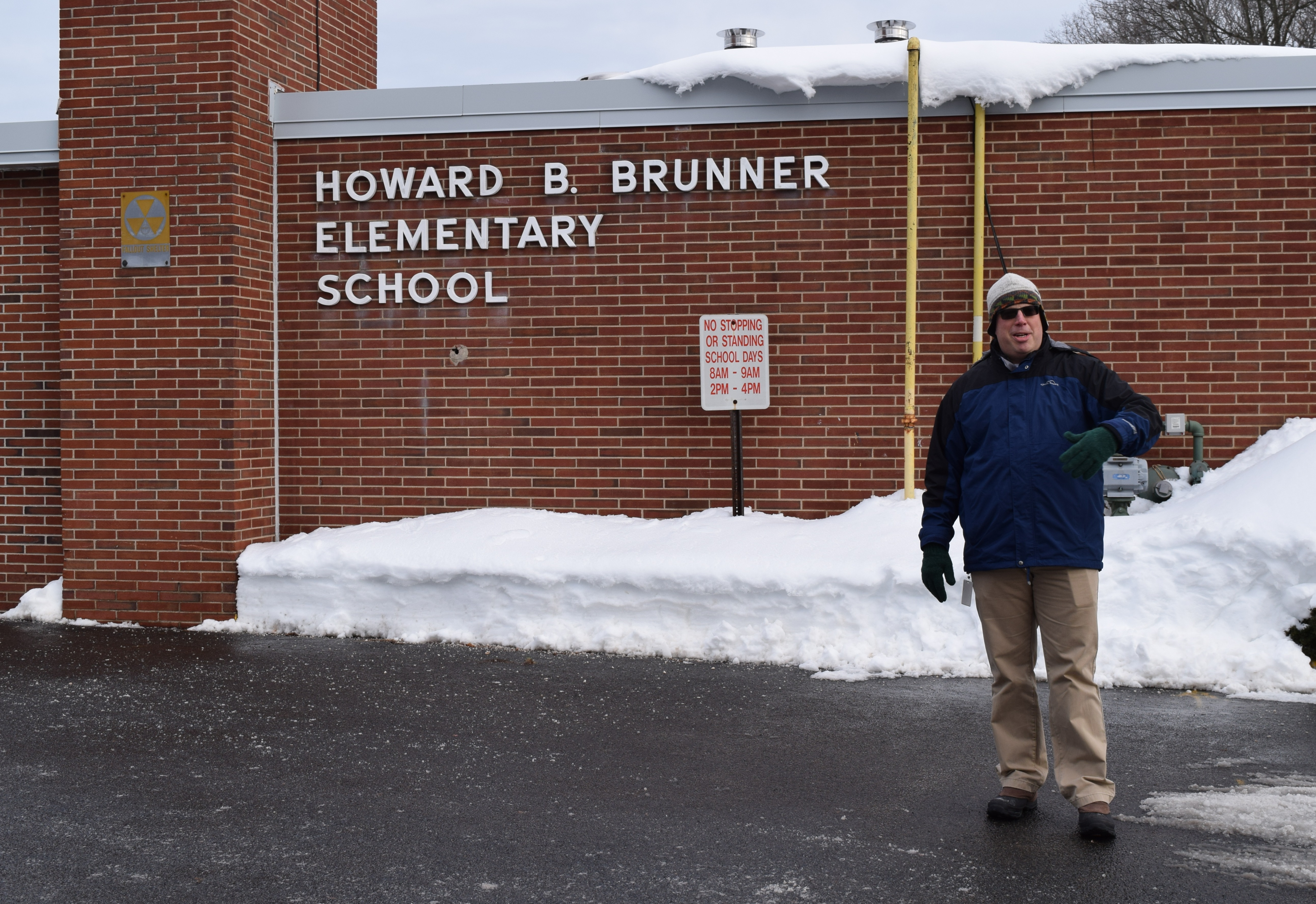2218024674a98d179a22_1-26_Principal_Scott_Bortnick_welcomes_students_back_to_Brunner_School.JPG