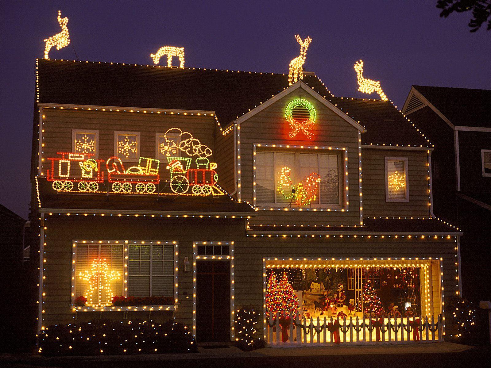 6227a334b5576db1340a_outdoor Christmas House Lights Ideas