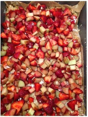 Strawberry Rhubarb Crisp Bars