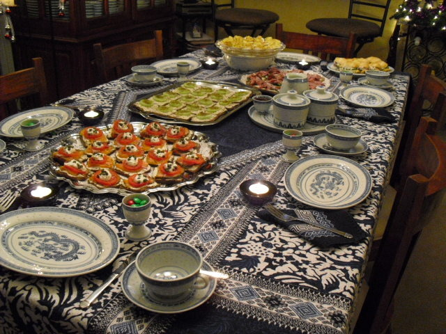 b5e0ae25aaa08ccaa535_tea_party_-_table_with_food.jpg