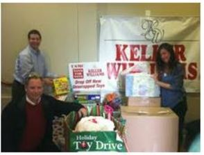 Keller Williams Collects for Toys for Tots