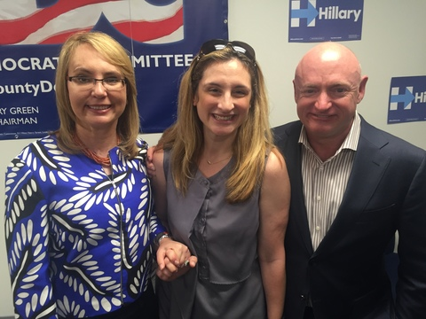 Top_story_23b8e51d94dd4082a0bb_gabby_giffords_mark_kelly_and_kim_palmieri-mouded