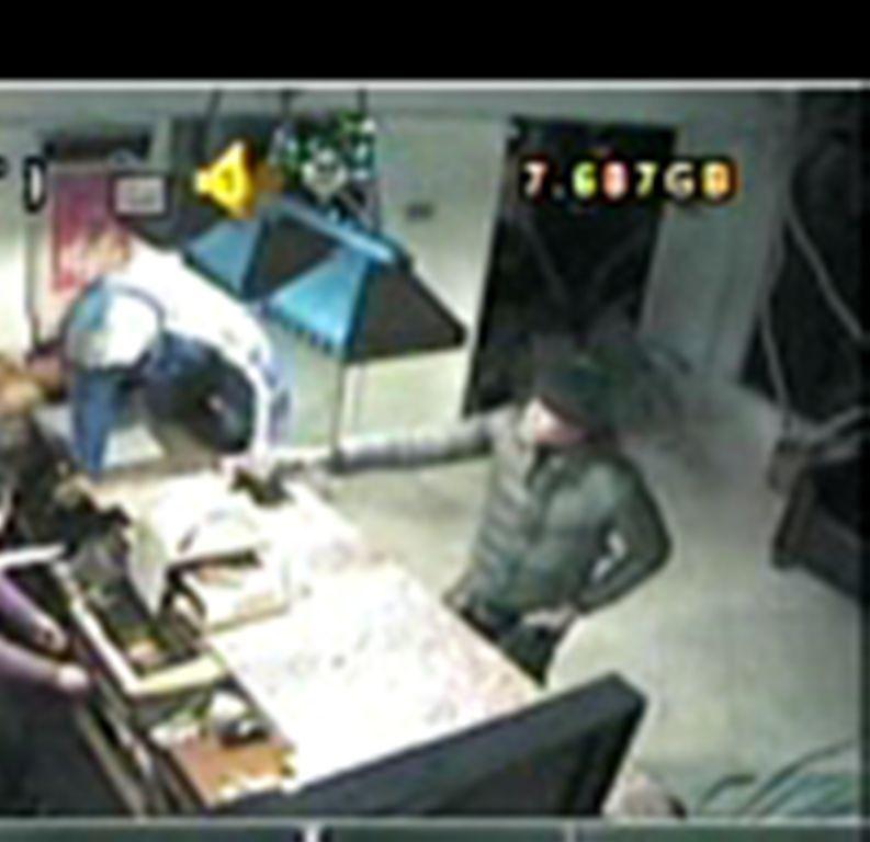 38f3250c8ed630f6e010_suspect_1.jpg