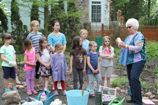 518ae9fe6b3146dd4ede_Juniors_dedicate_their_butterfly_garden.jpg