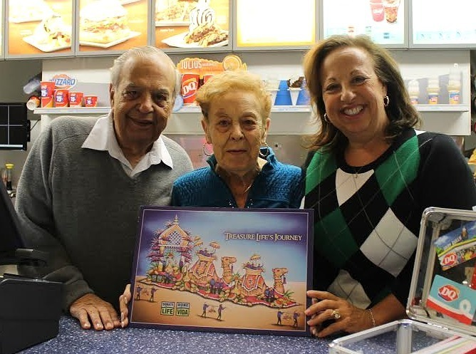 82eec26f9740d84421f2_Donna_Albanese_and_her_parents.jpg