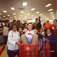 Top_story_15f5550afd8b71e365b0_steve_in_shopping_cart___kids_around