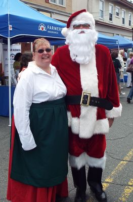 """Business Blizzard Hits Downtown for """"Christmas in July"""", photo 1"""