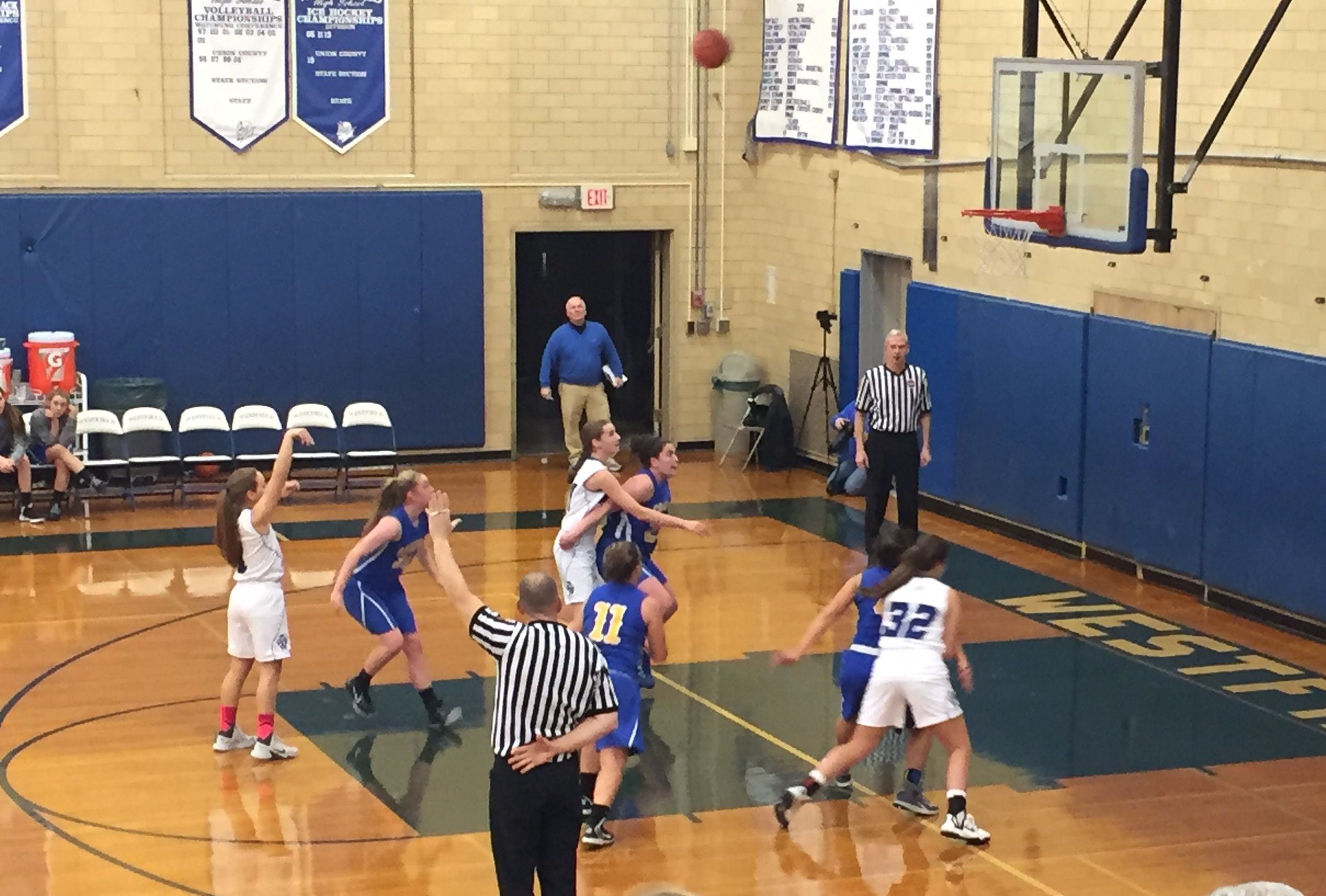 7dbad0d7de70c5f66002_girls_basketball.jpg