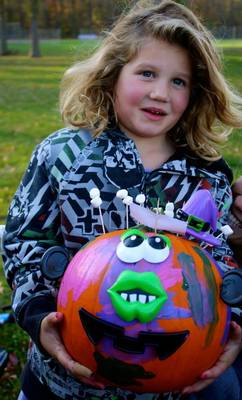 "Pearly Whites ""Brought Smiles"" To Pumpkin Carving Event, photo 4"
