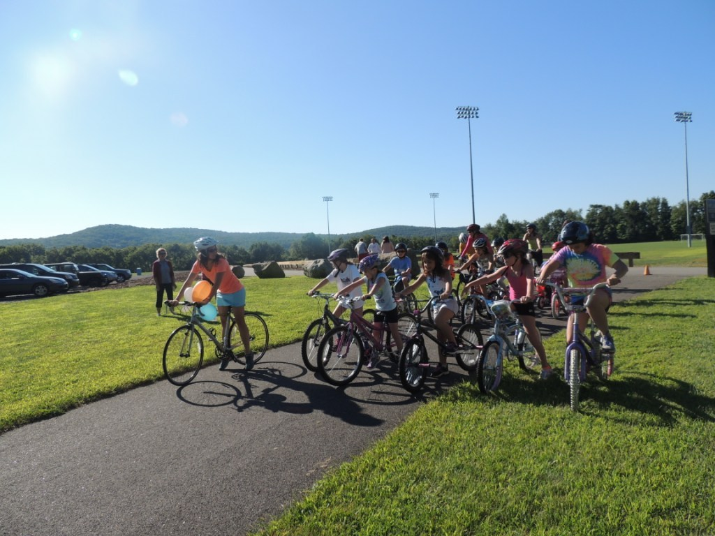 8c00f5b607bb0658bdd2_After_a_quick_speech_from_Lauren_Packard__out_front___the_riders_were_off_to_do_10_laps_around_the_park..JPG