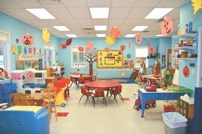 Carousel image b625d5af667a2334f01e preschool classroom