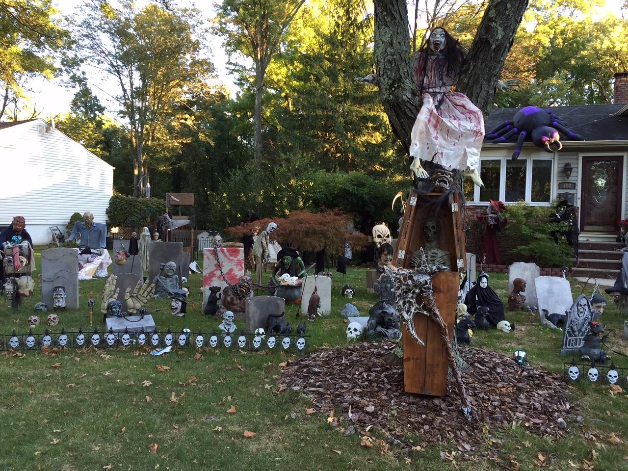 14d19cf94de92e75cca0_Halloween_decoration_-_North_Ave_graveyard.jpg