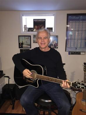 Carousel_image_a3e47359a6e16115914c_bob_segear_playing_guitar___home