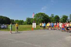 Tammie Horsfield and Rob Nicholson speak to the runners.