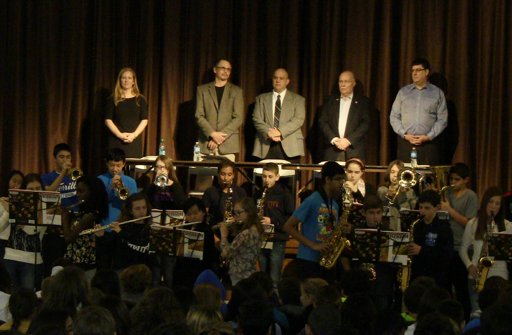 1cc4b8b1dbe9759481eb_8th_grade_band_welcomes_Vets_11-10-14.jpg