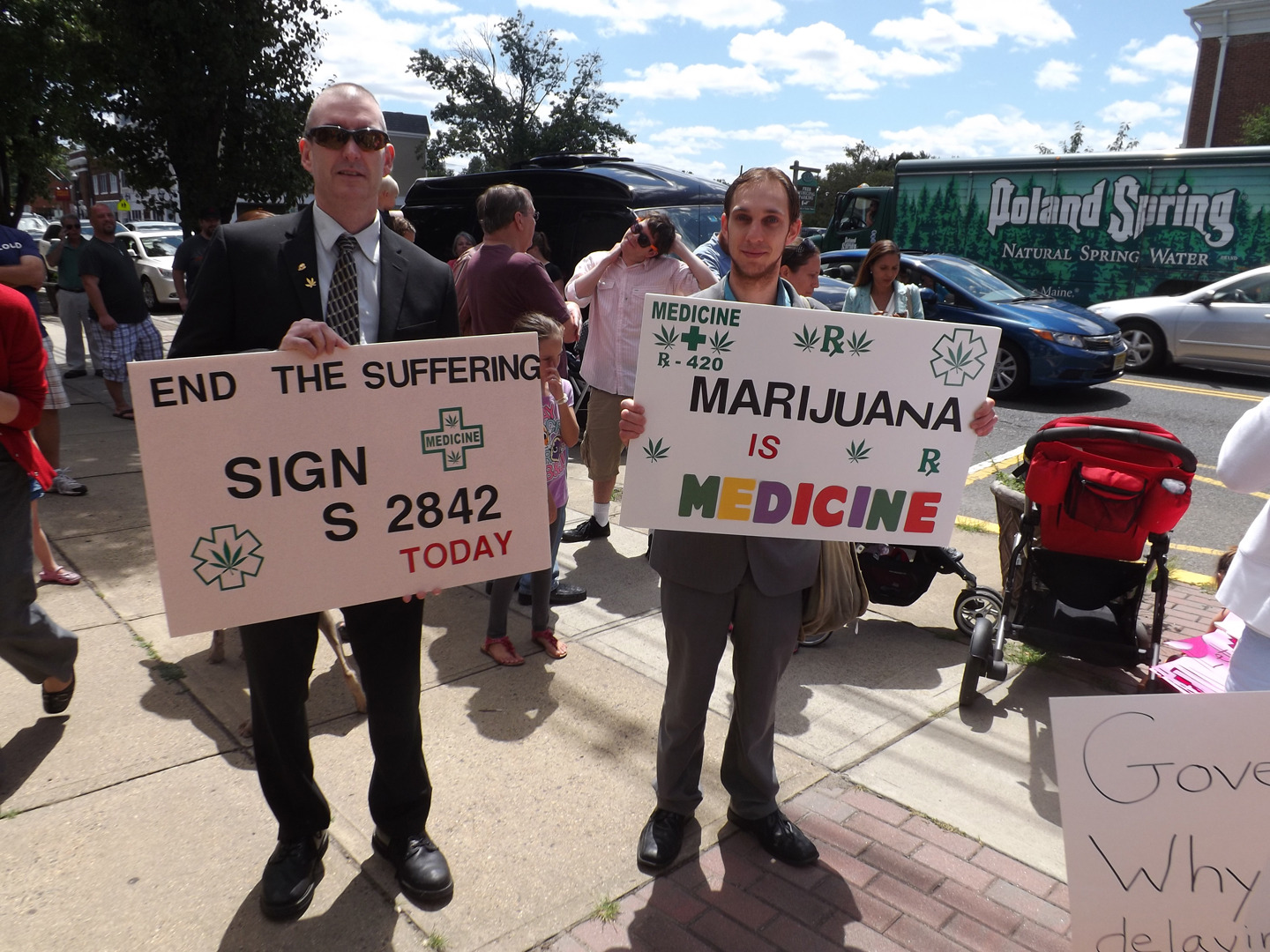 4153f000cb5afbbfe463_supporters_of_mmj.jpg