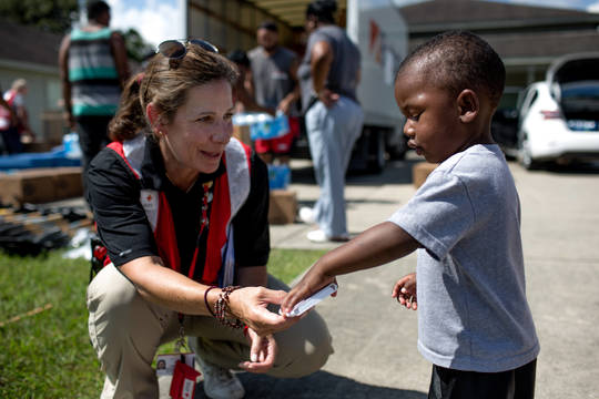 Top_story_c326c7fed8add02cc708_red_cross_volunteer_jodi_bocco_-_la_floods