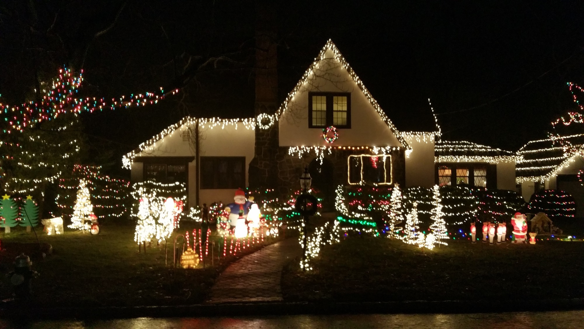 6b41d72c8b3392bc841d_Outdoor_Home_Decorating_Contest_2014_Frasso.jpg
