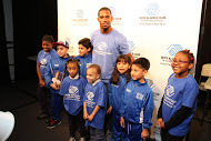 fcba4ad876ea8db2b5c9_Victor_Cruz_with_kids_2.JPG