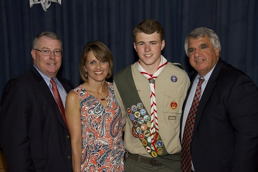 733c3762d548c7afd6db_Dan_Farrell_with_parents_and_Glover_01.JPG