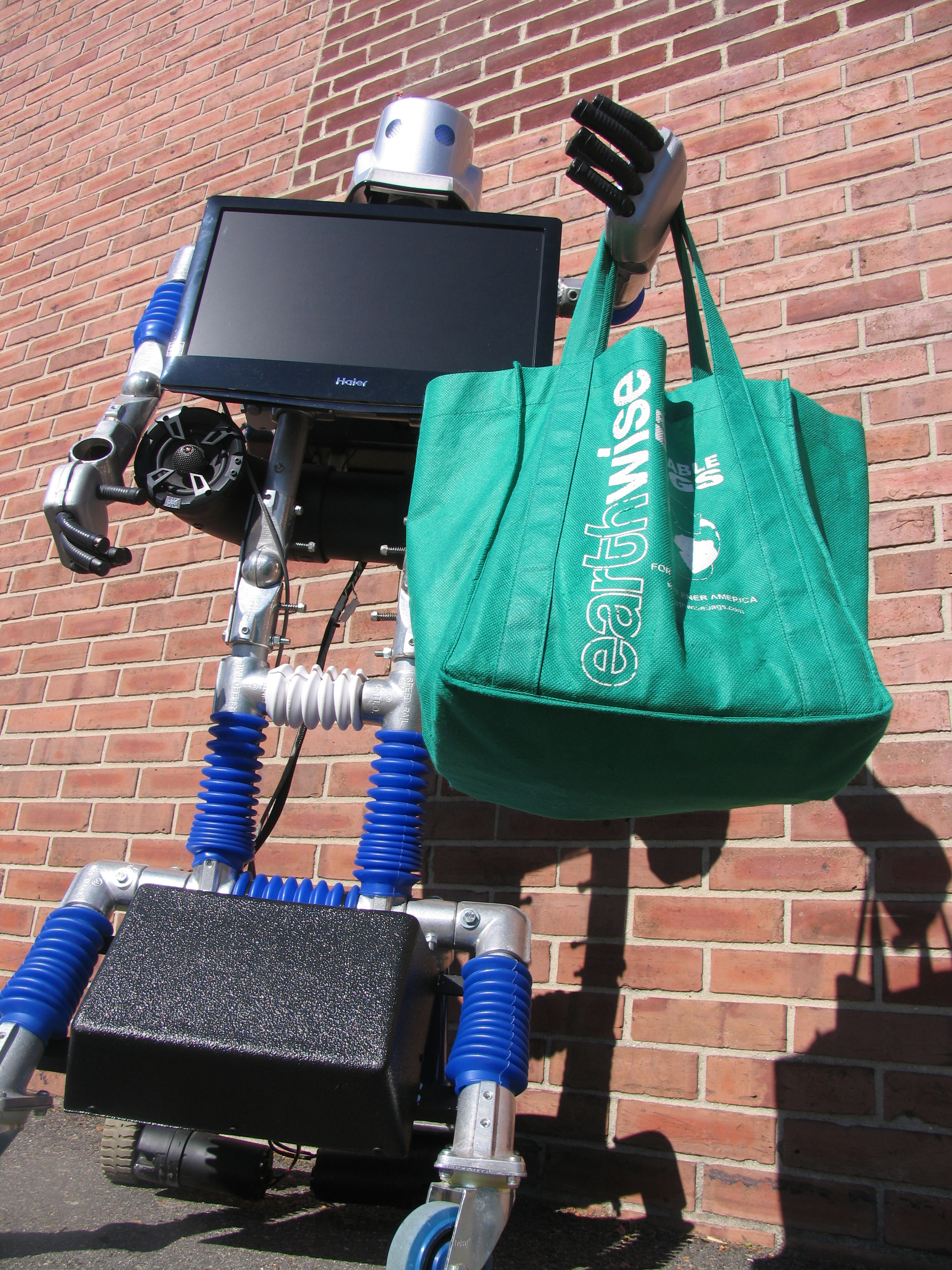 1f5e7c14a4ab7639a072_MC_s_recycling_robot.JPG