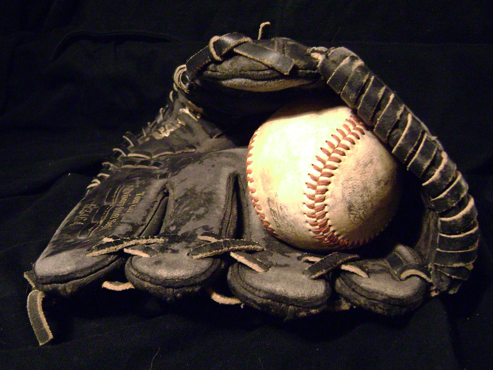 fa52aaefe023acfe9f0d_c84c3441459b326f12d5_baseball_glove.jpg