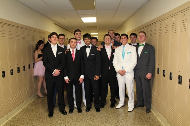 3d93f177407a60f67ca8_group_shot_prom_show.jpg