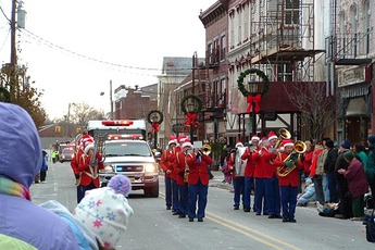 Top_story_659688e5f92f329db4c7_holidayparade2