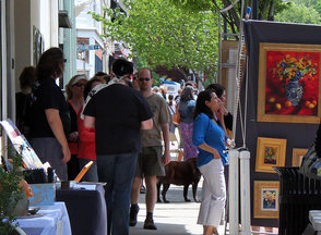 Carousel_image_f59b50e59ceeff3af79d_sidewalk_scene_2012