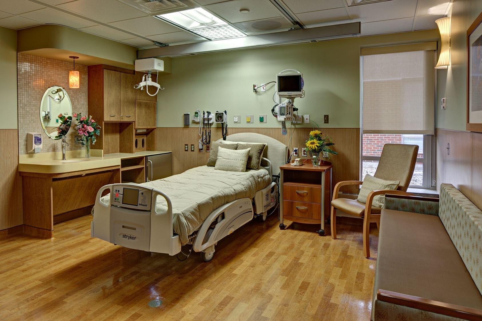 27cae6c20b0ab7c37708_1_south_patient_room.jpg