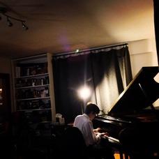 Naoki Toyomura plays at the Kids on Keys Studio