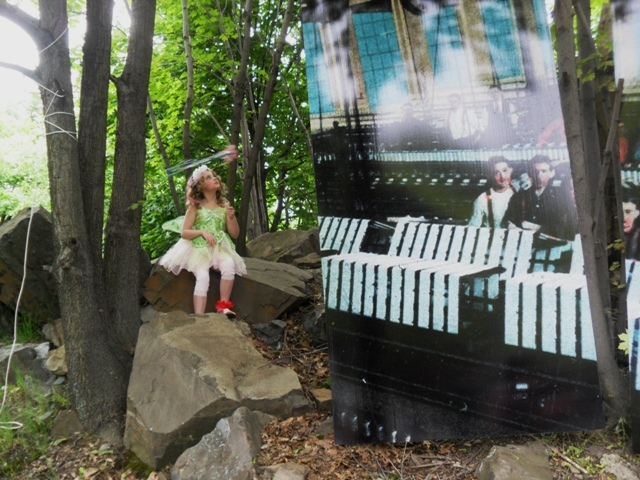a518442d7f53dae2bd6e_ap_art_walk_little_girl__looks_at_tree_during_art_walk.jpg