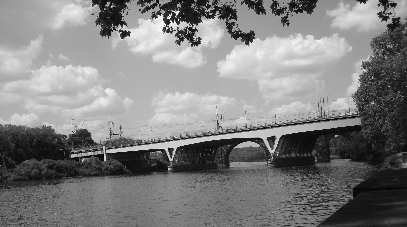 6f0f999f555015c30426_Phila_-_Bridge_over_Schuylkill_River_-_LS_-_B_W.jpg