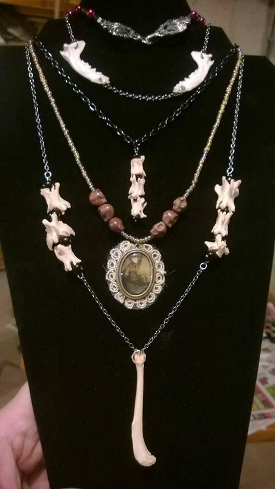 20b7177e9e4c6dbd3426_jewelry.jpg