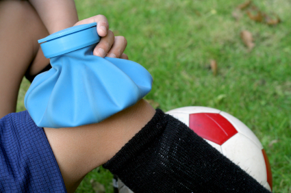 b092eafb6ad9a6a5d41d_Ice_bag_on_injured_knee_0.jpg