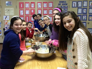 Students at Congregation Beth Israel  Prepare Israeli Food, photo 1