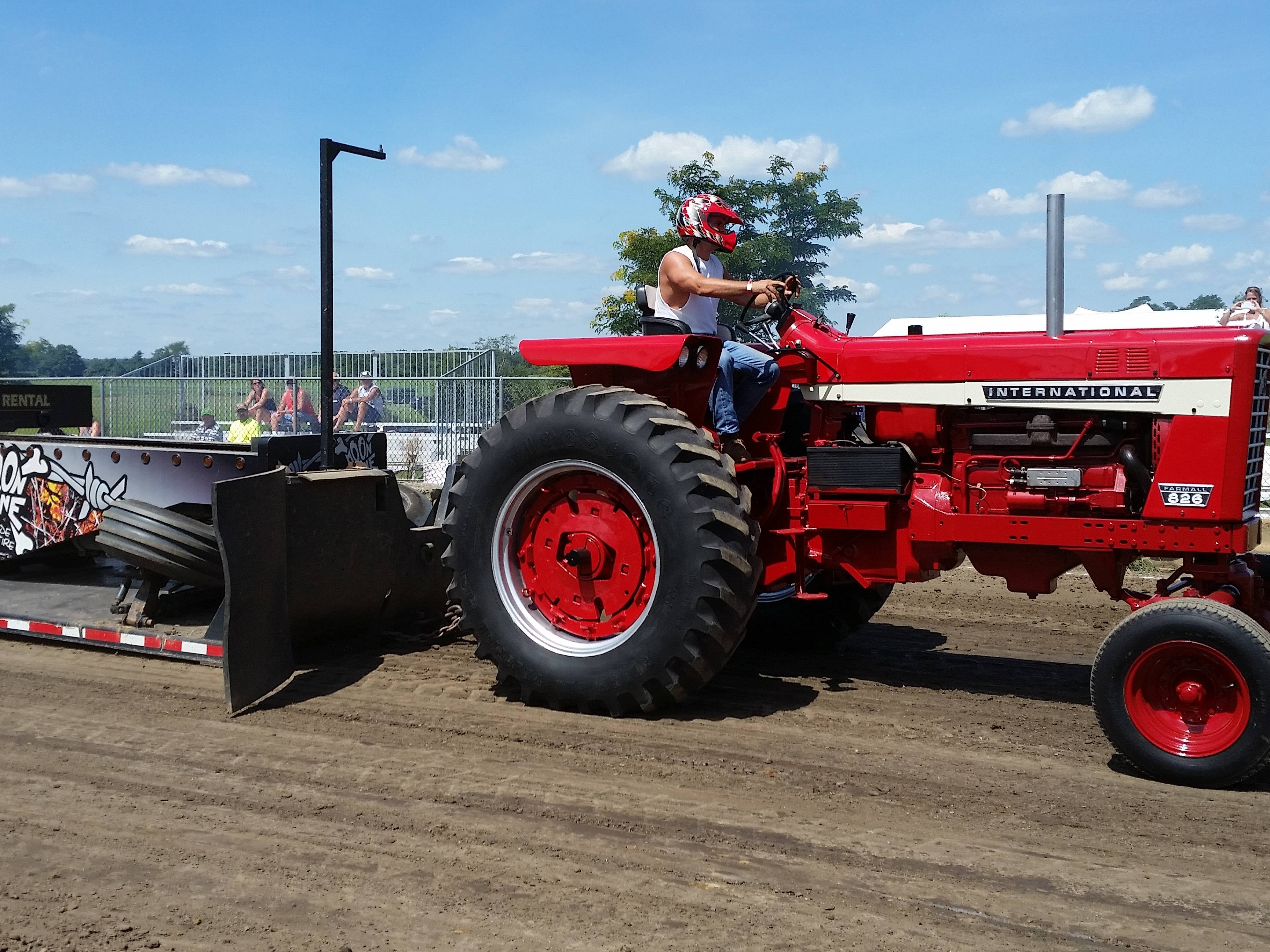 2a58bc56f800b146e2f2_tractorInt16.JPG