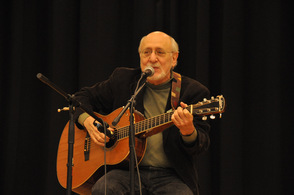 Peter Yarrow singing at the event in Sparta.