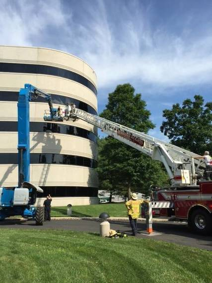 Top_story_e8409ccddf15f54da02b_t_ladder_rescue_connell_7.22.2016