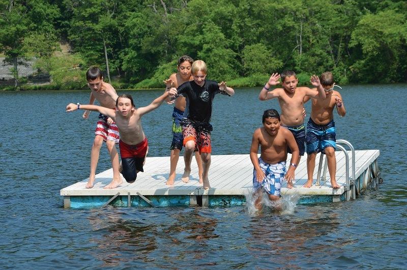 e15898dd1dae2000aec9_FLY_kids_jumping_into_lake__800x530_.jpg