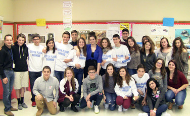 Top_story_82125451a81fa68d4529_italian_students_group_shot_4-4-14