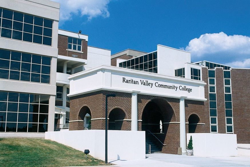 40dc5b185e4499b0158b_RVCC_Main_Entrance.jpg