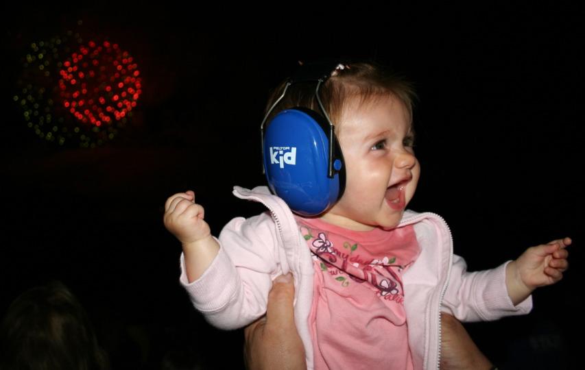 5ab17741b39841de31df_fireworks-noisy-hearing-loss.jpg