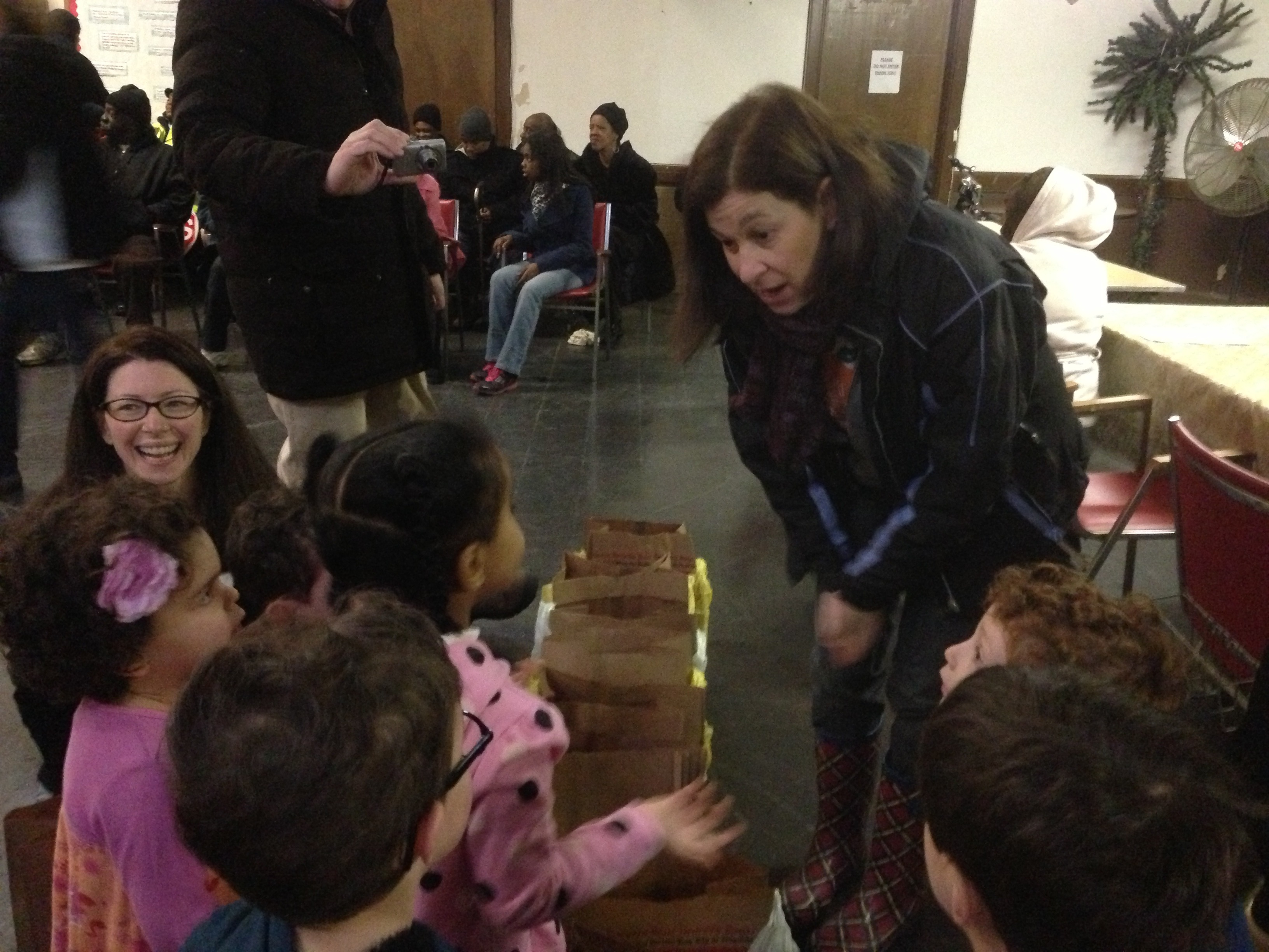27b51295be72c6f56ff3_Preschoolers_at_Food_Pantry_1-25-13.JPG