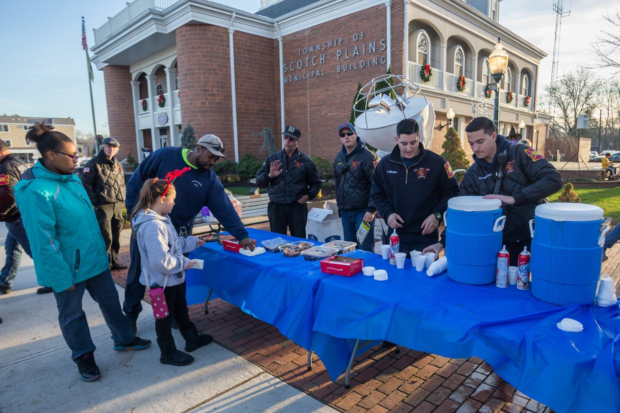 6d50340ff75400641406_SPFD_mans_the_hot_chocolate_table.jpg