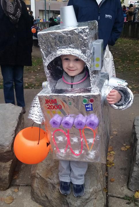 1b27aa482aa28d771441_robot_costume.jpg