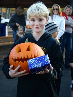 "Pearly Whites ""Brought Smiles"" To Pumpkin Carving Event, photo 9"