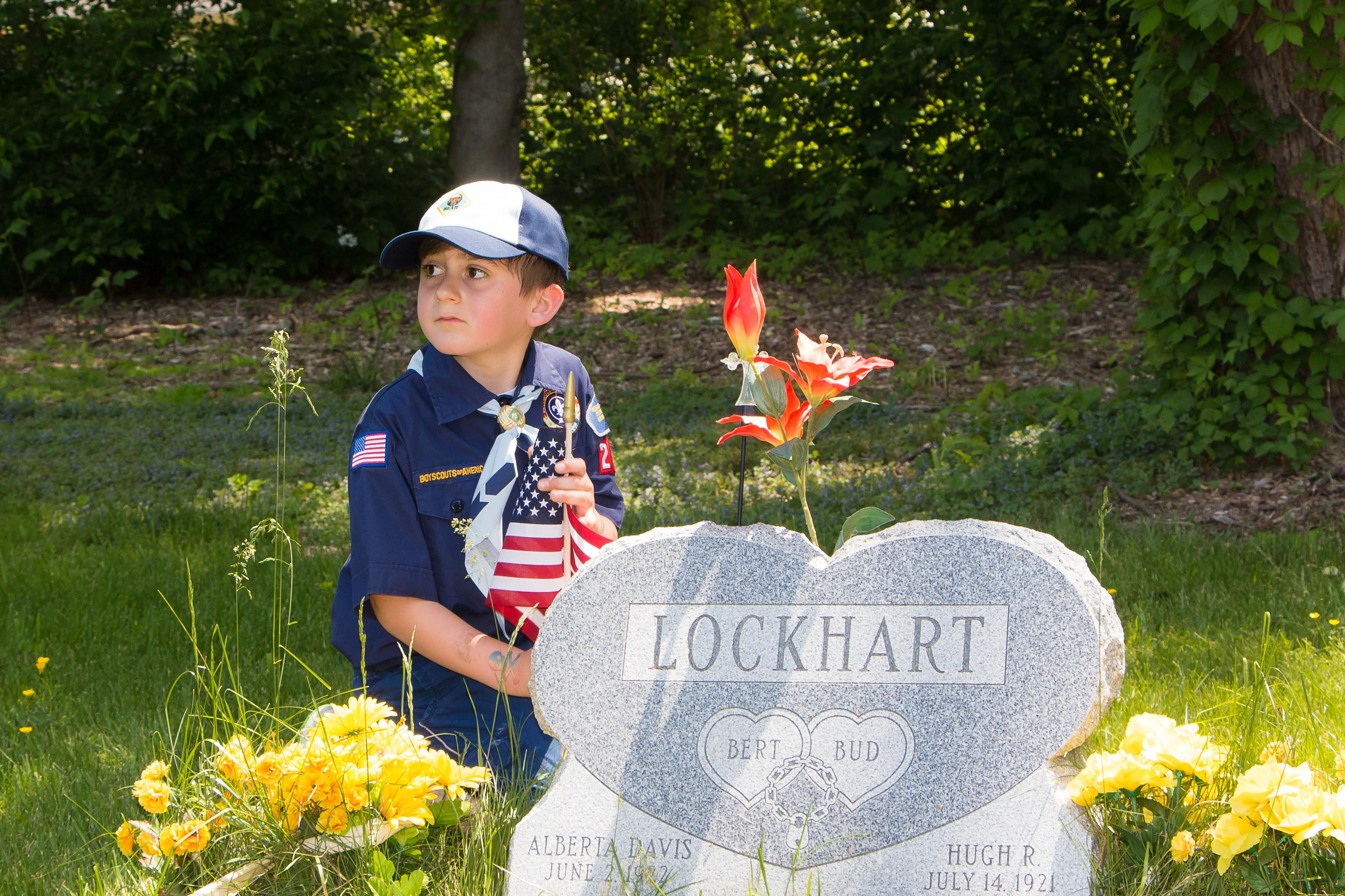 131fe303a4dd792c1c2e_20160528_Boy_Scouts_Memorial_Day_Flag_Settng_099.jpg