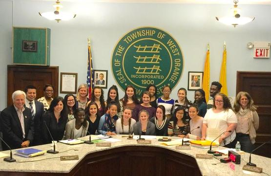 Top_story_1079a4fabb17b8f217a0_wo_cheerleaders_and_town_council