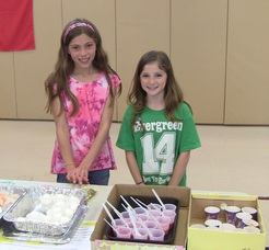 Evergreen students selling goods at the Mexican market